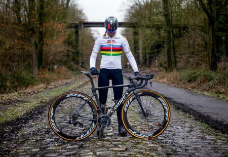 GAMMEL BROSTEIN - NY SYKKEL: Specialized Roubaix anno 2019, presentert av Anna van der Breggen.