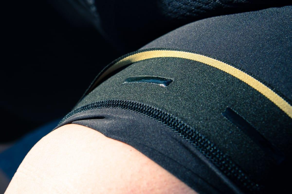 SILIKON: Striper under elastikken holder bukser og varmere på plass