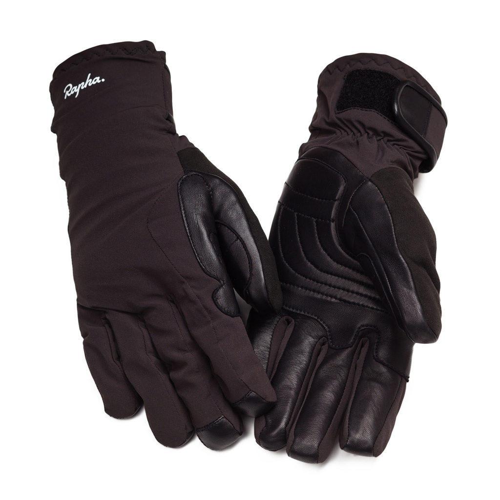 DRITTEN I MIDTEN?: Dette gjelder definitivt ikke for Raphas hanskesystem. Lag nr. to, Deep Winter Glove er sannsynligvis tett opp mot det beste man kan få tak i for vinterlige forhold. Foto: Rapha