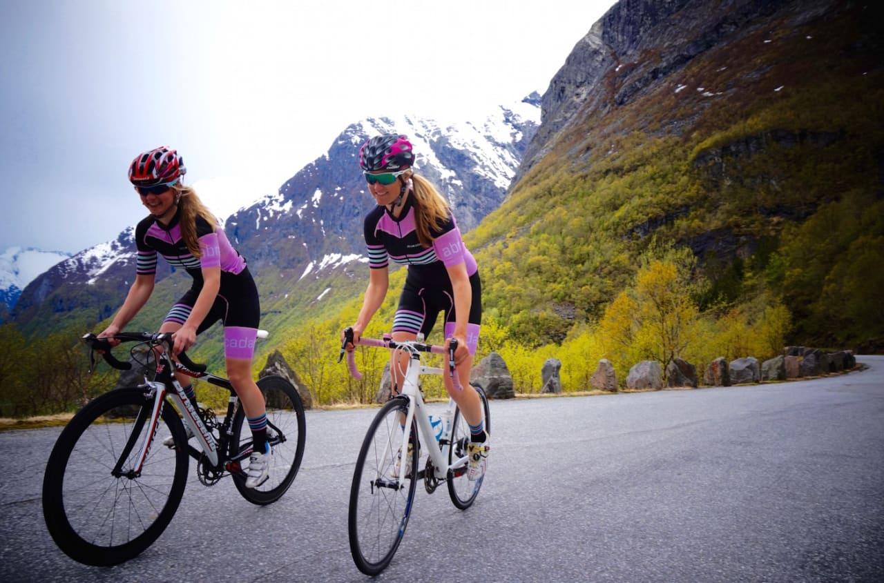 JENTETE: Abracadabra har som mål å lage fresht og funksjonelt sykkeltøy for først og fremst jenter. Foto: Abracadabra Cyclewear.