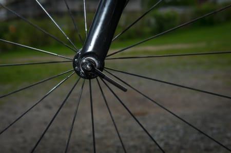 LETT: Hurtigkoblingene på sykkelen er små og lette, men holder godt foreløpig.