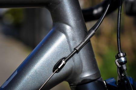 ENKELT: Girvaieren utenpå ramma. Vil strømpen gnisse stygge hull i metallet med tiden?