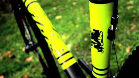 ROOOAAAARR: Den beligske løva hører hjemme selv på en crosser fra California.