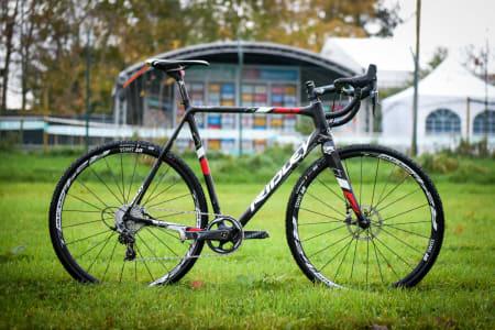 MADE IN BELGIUM: Denne sykkelen trives best på et jorde i Belgia, kjørt av en som vet å krosse som en proff.