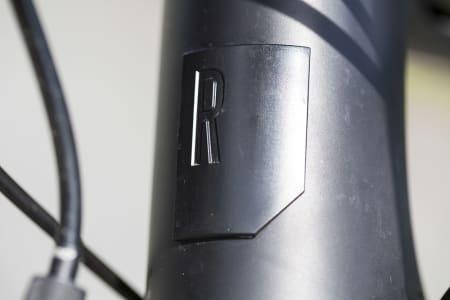 En rålekker Rose logo i metall finner du på fronten av nesten hver modell.