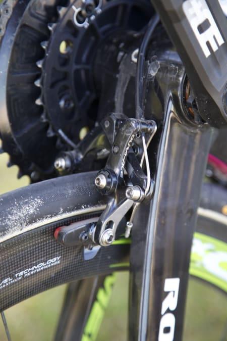 <b>UNDERBREMS:</b> Shimano har laget en egen brems tilpasset montering under kjedestagene.