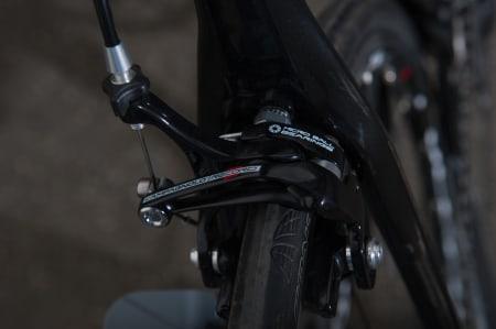 FABELAKTIG: Campagnolos bremser er fabelaktig gode, på vått og tørt.