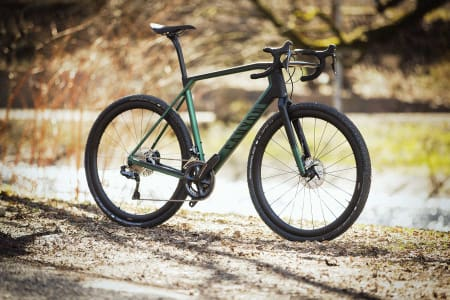 DEN HELLIGE GRAL: Dobbeldekkerstyret til Grail er det første en legger merke til ved Canyons nye grussykkel.