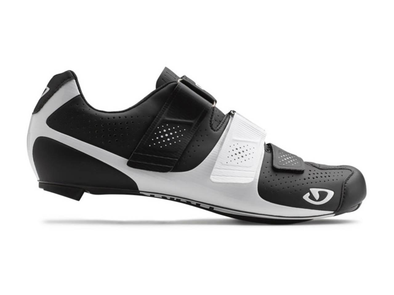 STILIG: Minner litt om en klassisk sko fra 70-tallet, og kommer i mange farger.