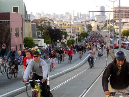 Syklister under en sykkeldemonstrasjon i San Francisco