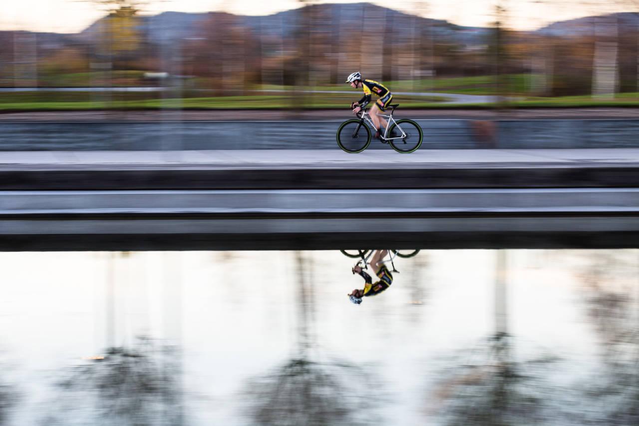 I FARTA: I fjerde og femte episode av Livet på landeveien skal vi se nærmere på sykkelkross. Med oss i studio har vi Fredrik Haraldseth, som har vist seg å være landets beste utøver i den sterkt voksende sporten. Bilde: Christian Nerdrum