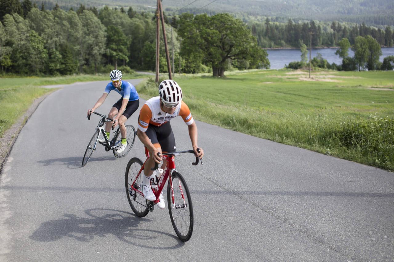 HEISANN! Legger du deg på hjul med vilt fremmede syklister? Eller har du opplevd at andre har gjort det med deg? Bilde: Christian Nerdrum