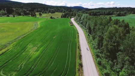 PIANO: Redaktør Henrik Alpers prøver iherdig å få opp farta på sykkelen, men innser at han må til Bodø for å søke hjelp. Bilde: Christian Nerdrum