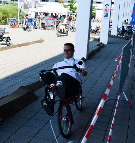 INNTATT HORISONTALEN: Liggesykler er overraskende populært i Tyskland, og ikke minst på Eurobike. Denne karen er her på sin testrunde nummer 20 og fortsatt like fornøyd.