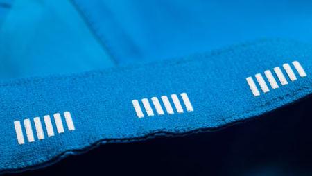 GUMMI: Nupper på innsiden av strikken sørger for at jakken holder deg nede. Foto: Rapha.cc