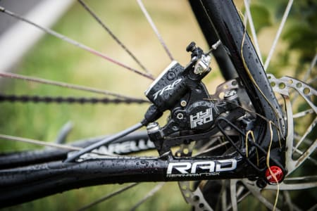LAV KROKODILLEFAKTOR: TRP Hy/Rd bremsene biter dårlig.