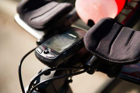 KONTROLLTÅRN: En Garmin Edge 705 gir oversikt over watt, tid og distanse.