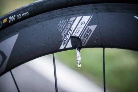 SVAMPEBOB: Syncros-hjulene på vår testsykkel tok opp betydelige mengder vann under testing. Ikke kult!