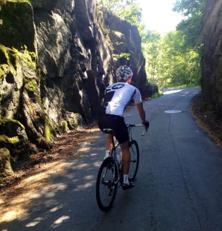 VIDUNDERKLØFT: Testen foregikk tildels på Sykkelriksvei 1 mellom Arendal og Risør. Her like ved Sørlandsporten. (Foto: Richard Ramsland)