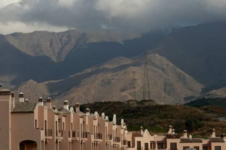 SPØKELSESBY: Forlatt leilighetskompleks i Estepona vitner om dyp økonomisk krise i Spania.