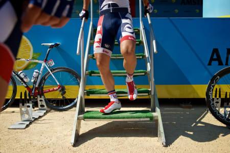 STREVSOMT: Det kreves årelang trening og god teknikk for å manøvrere seg opp og ned trapper i sykkelsko!