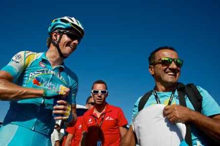 ASTANA FORNØYD: Fuglsang hjalp Nibali inn til rød ledertøye.