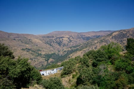 BELGISKE BOBILER: Fantastisk prestasjon å manøvrere disse opp 22% bratte bakker i de spanske fjellene!