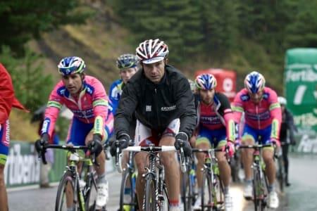 GRUPPETTO: Mer enn hardt nok å komme seg innafor tidslimiten på den 14. etappen.