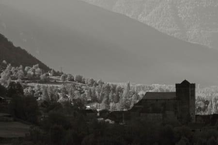 KONTRASTFYLT LANDSKAP: Pyrenéene har mye å by på, både på spansk og fransk side.