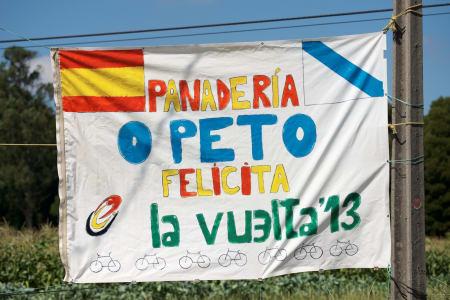 FARGERIKT I SPANIA: En liten hilsen til rytterne på vei ut til verdens ende.