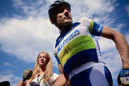 EUROSPORT PÅ PLASS: Denne gangen er det Baden Cooke som stilles til veggs av den sykkelfrelste damen fra Eurosport.