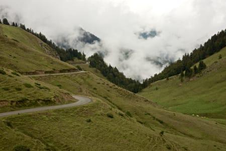 FRANSKE PYRENEER: Årets Vuelta tok såvidt turen innom Frankrike, her fra Col du Port de Balés.