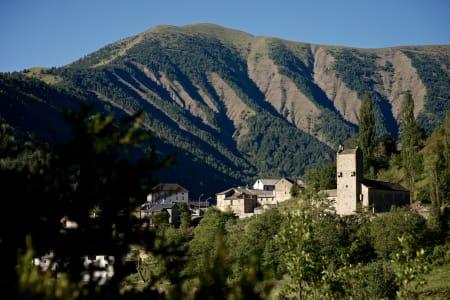PARQUE NACIONAL DE ORDESA: Mange pittoreske landsbyer i de spanske Pyrenéene, som lille Linás de Broto.