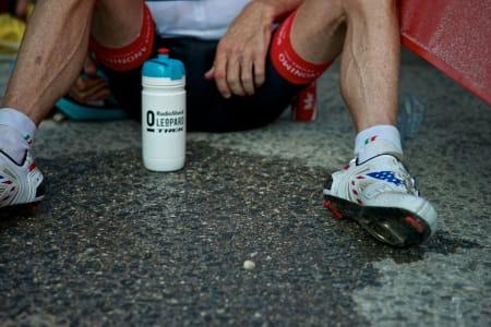 TOK UT ALT: Chris Horner var ofte totalt utmattet etter målgang, og hadde problemer med å stå på sine tynne bein.
