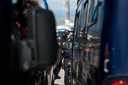 NULL PROGRESJON: Til og med Policia Nacional hadde problemer med å komme seg ned fra fjelltoppene!