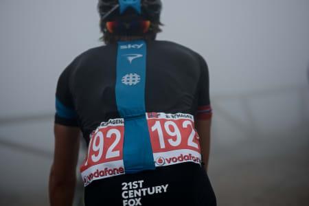 AGGRESSIVE EDVALD: Edvald Boasson Hagen ble kåret til den mest aggressive rytter på den 19. etappen, og fikk kjøre med rødt startnummer opp Angliru.