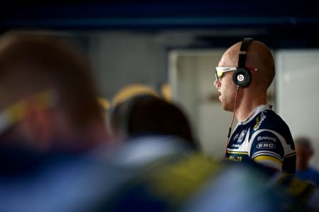 DJ VACANSOLEIL: Oppvarmingen til lagtempoen var en ypperlig anledning til å få vist fram det aller feteste headsettet!