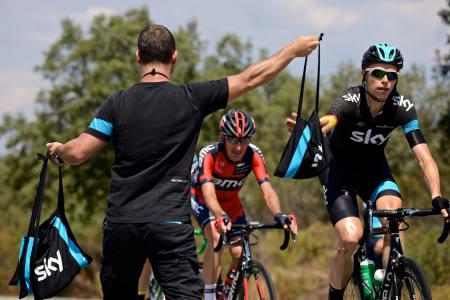 TAKE-AWAY: Christian Knees får med seg nistepakke på veien til Valdepeñas de Jaén.