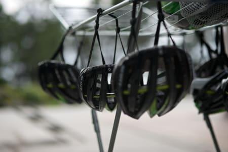 HJELMVASK: Hos Orica spyles hjelmer jevnlig. Hvordan er det hos deg?