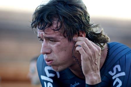 TRØST: Rigoberto Uran trøster seg med colombiansk folkemusikk etter en hard åpning av årets Vuelta.