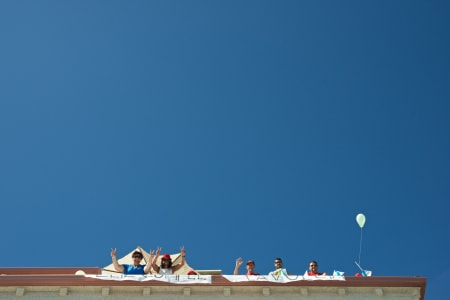 UTSIKT FRA OVEN: Kjekt med balkong på toppleiligheten.