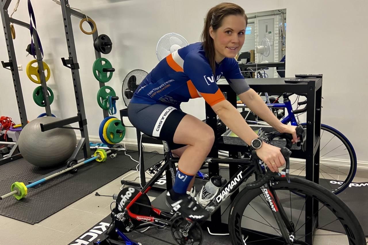 Charlotte Åsland har rigget seg til for Zwift