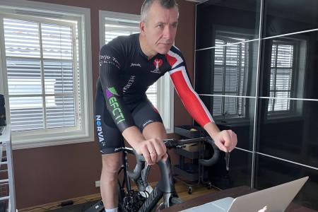 Rune Hamann Olsen sykler i Zwift