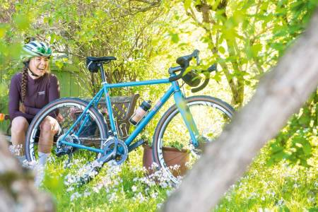 Nyforelsket: Fordelen med en customsykkel er at det blir helt uinteressant å kjøpe ny sykkel, skal vi tro Tonje.